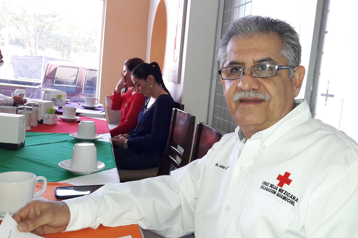 Dona presidente $5 mil a la Cruz Roja; esposa $10 mil