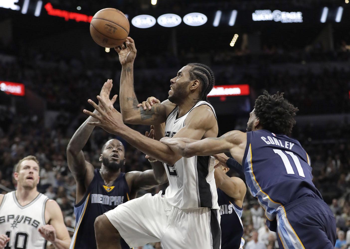 Los Spurs pasan de ronda tras ganar 103-96 a los Grizzlies