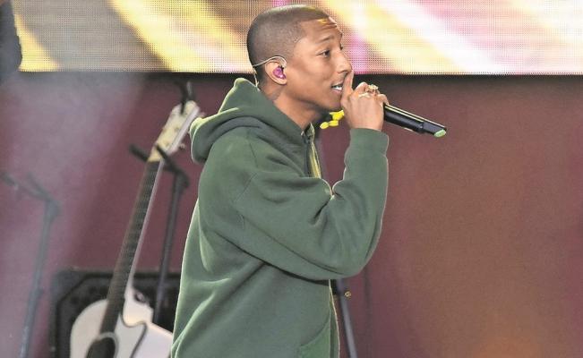 Pharrell Williams cumple el sueño de un niño que tiene leucemia