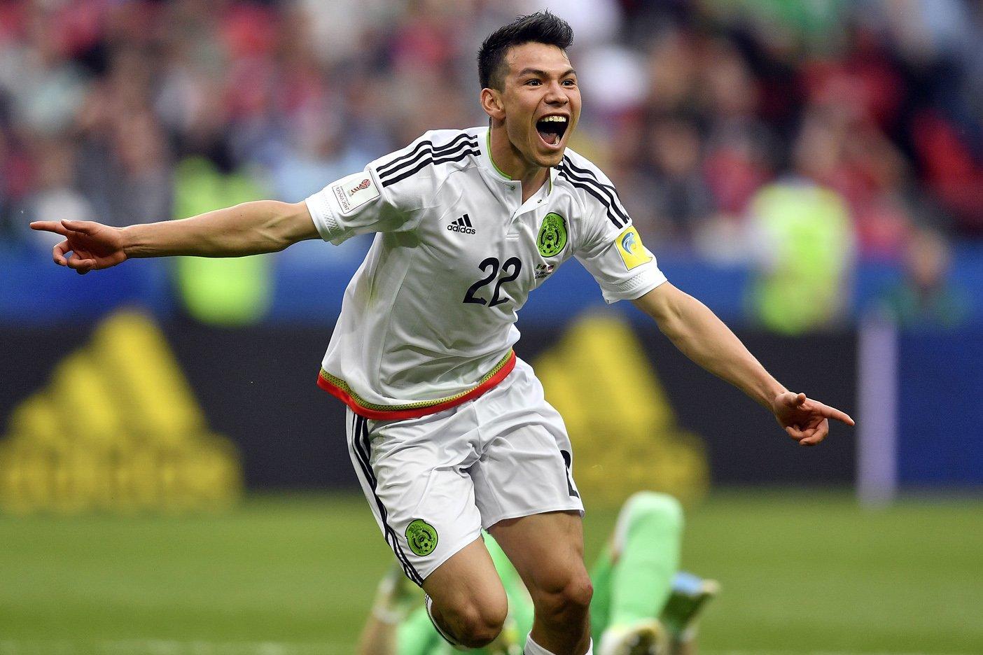 Lozano mostró la huella de la patada que recibió en el gol
