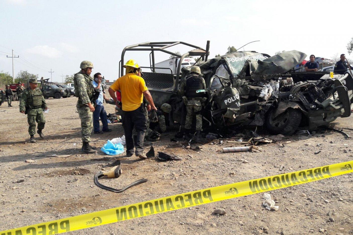 Mueren dos policías en accidente carretero
