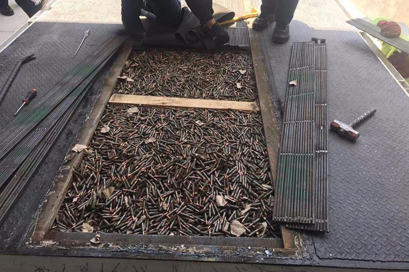Aseguran en Sonora armas y cartuchos en tráiler con dirección a Torreón