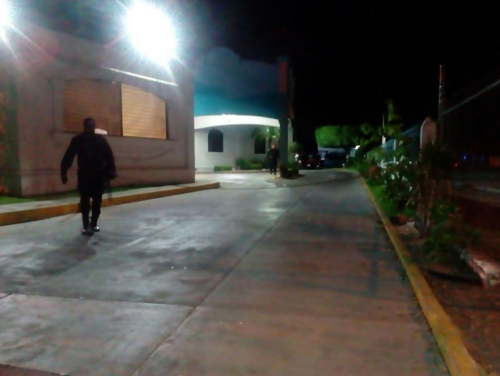 Secuestran a 12 comensales en Sinaloa