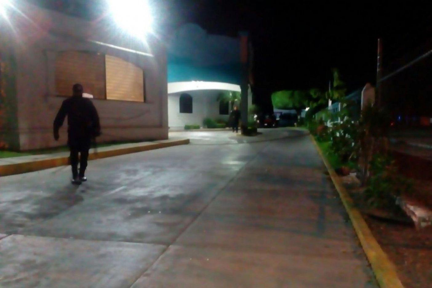 Secuestra comando a 8 personas en restaurante de Culiacán