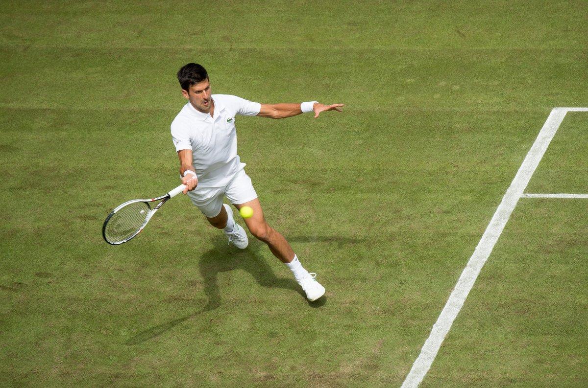 Djokovic y Federer se abren paso a tercera ronda de Wimbledon