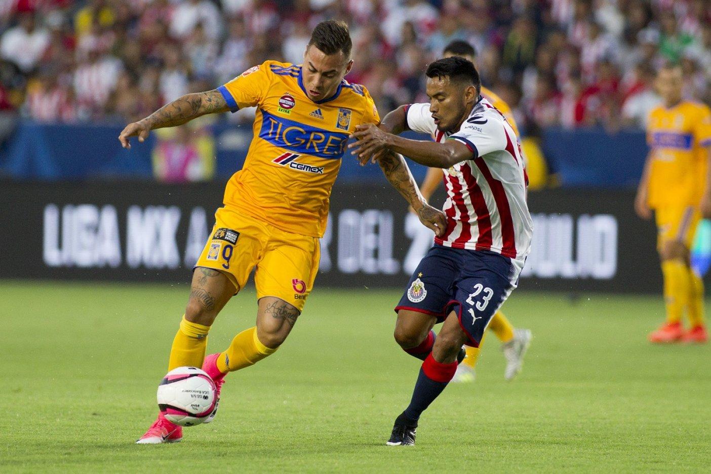 Tigres y Chivas van por el