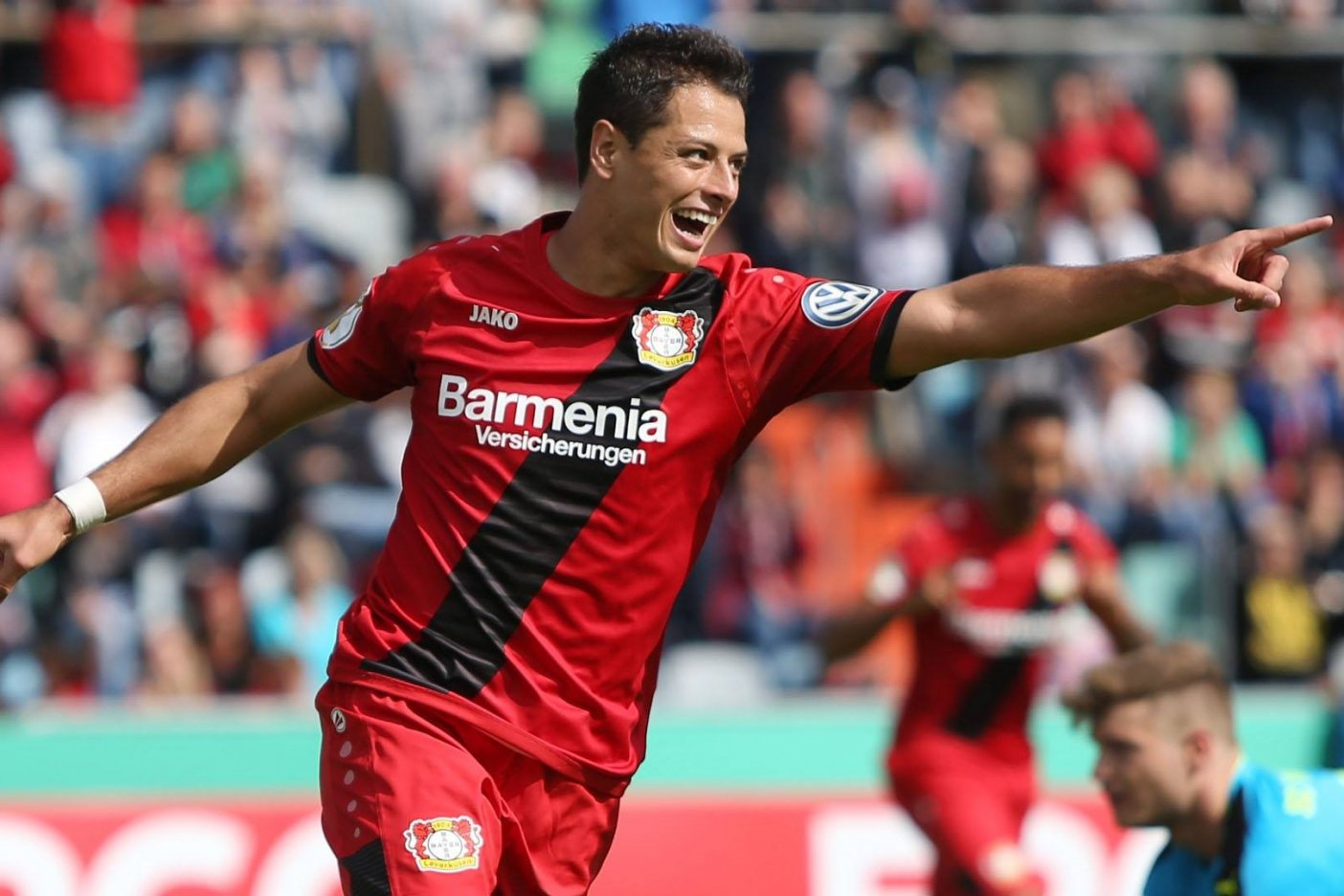 Oficial: Chicharito regresa a la Premier League