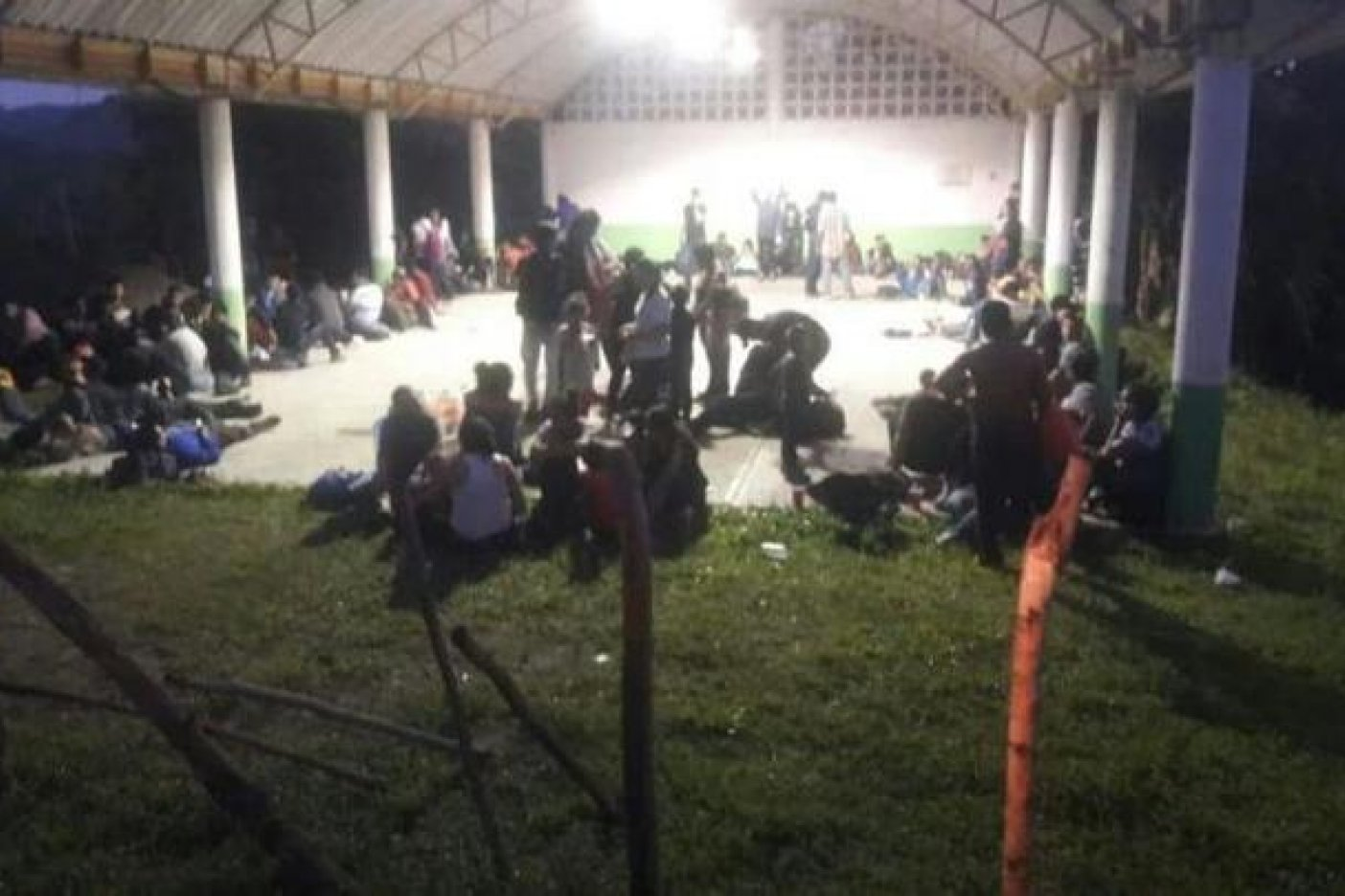 Localizan tráiler con 170 migrantes en Tantima