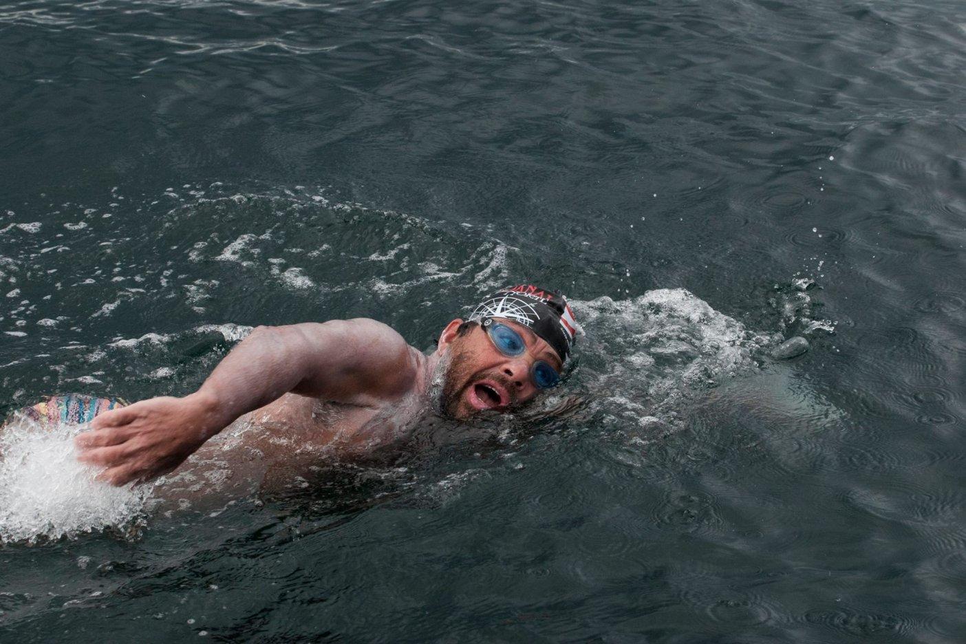 Felicita Peña Nieto a Antonio Argüelles, nadador de aguas profundas