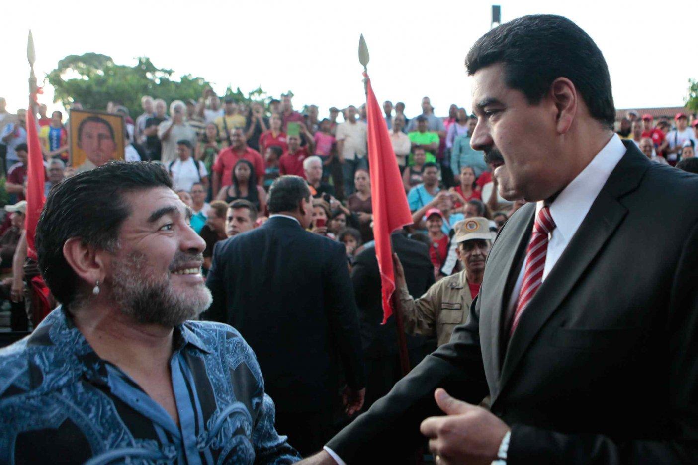 Maradona, tras mostrar su apoyo a Maduro, arremete contra Capriles