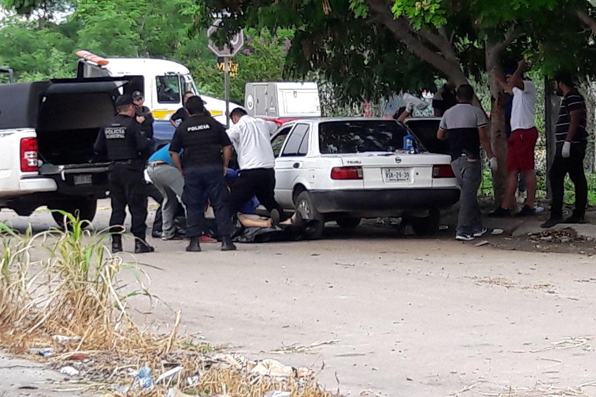 Acribillan a 2 en Mazatlán; Hieren a mujer en tiroteo