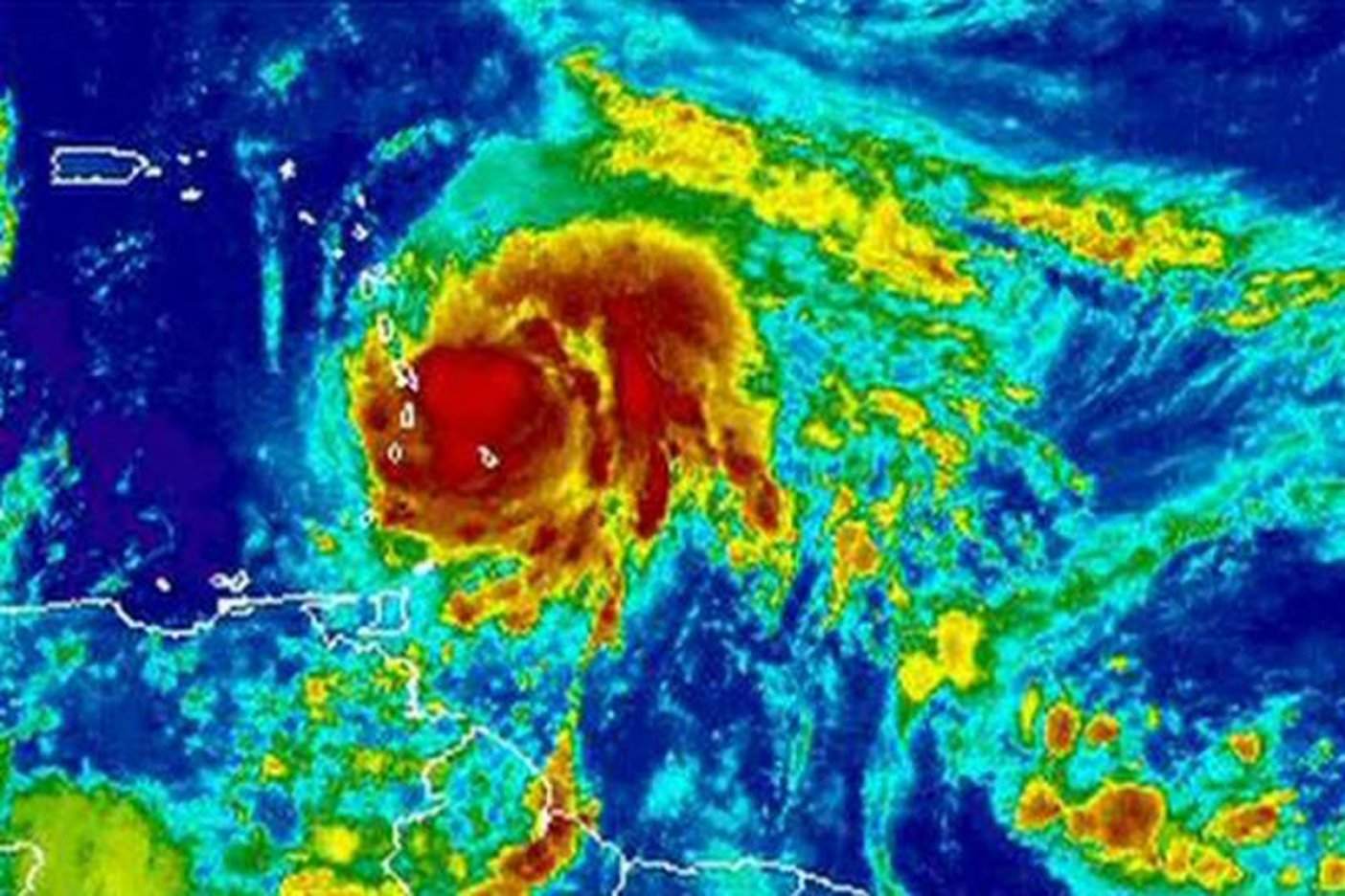 María vuelve a ser un potente huracán