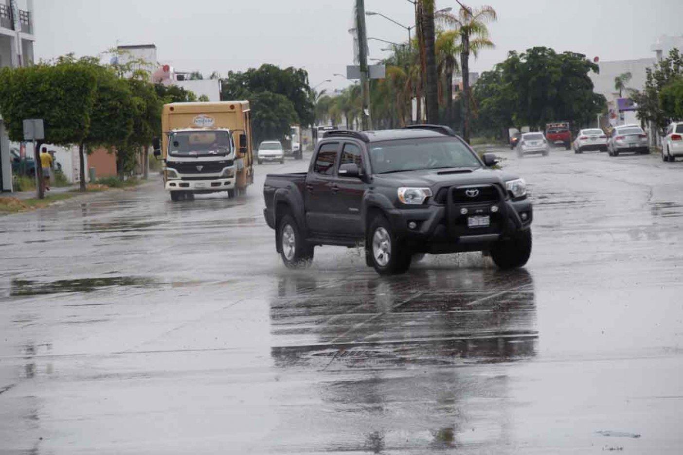 Se debilita 'Pilar' y avanza por costas del sur de Sinaloa