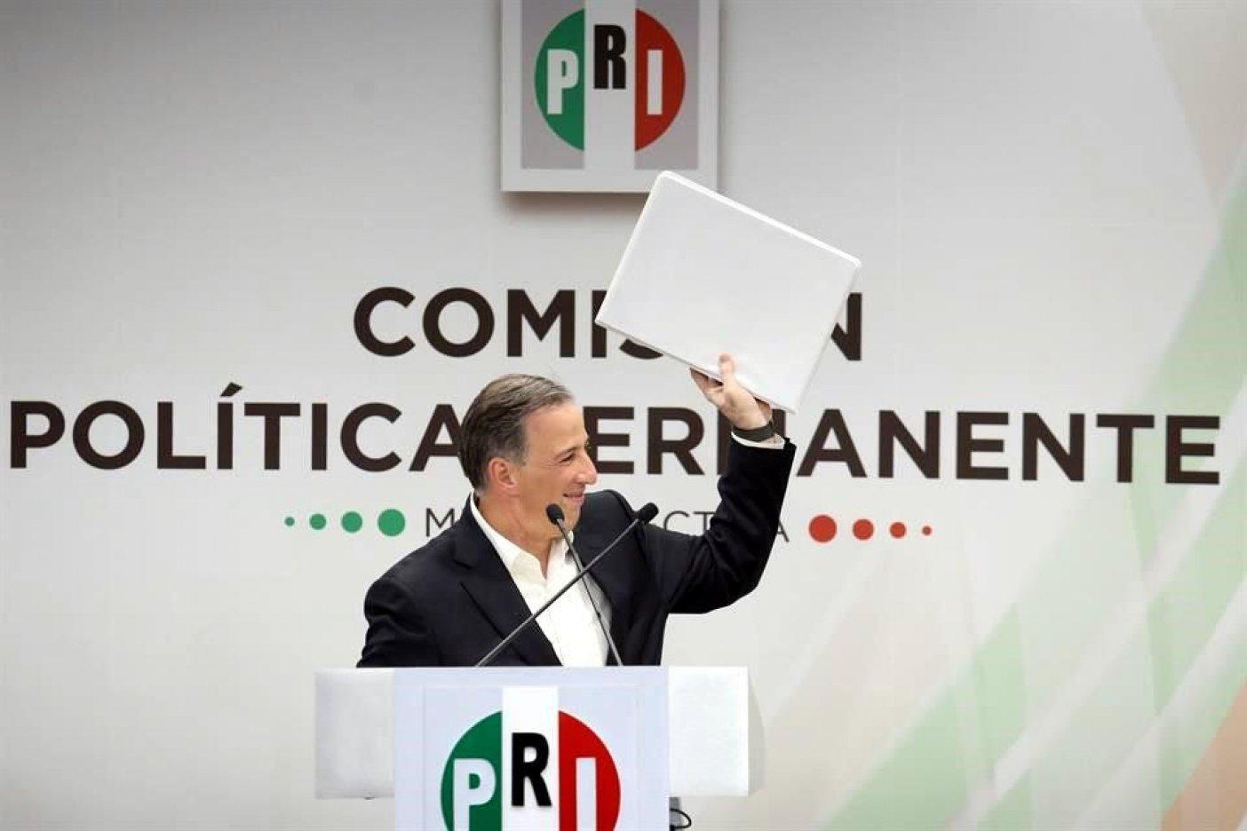 Pone Reforma a AMLO en primer lugar ya Meade en el tercero