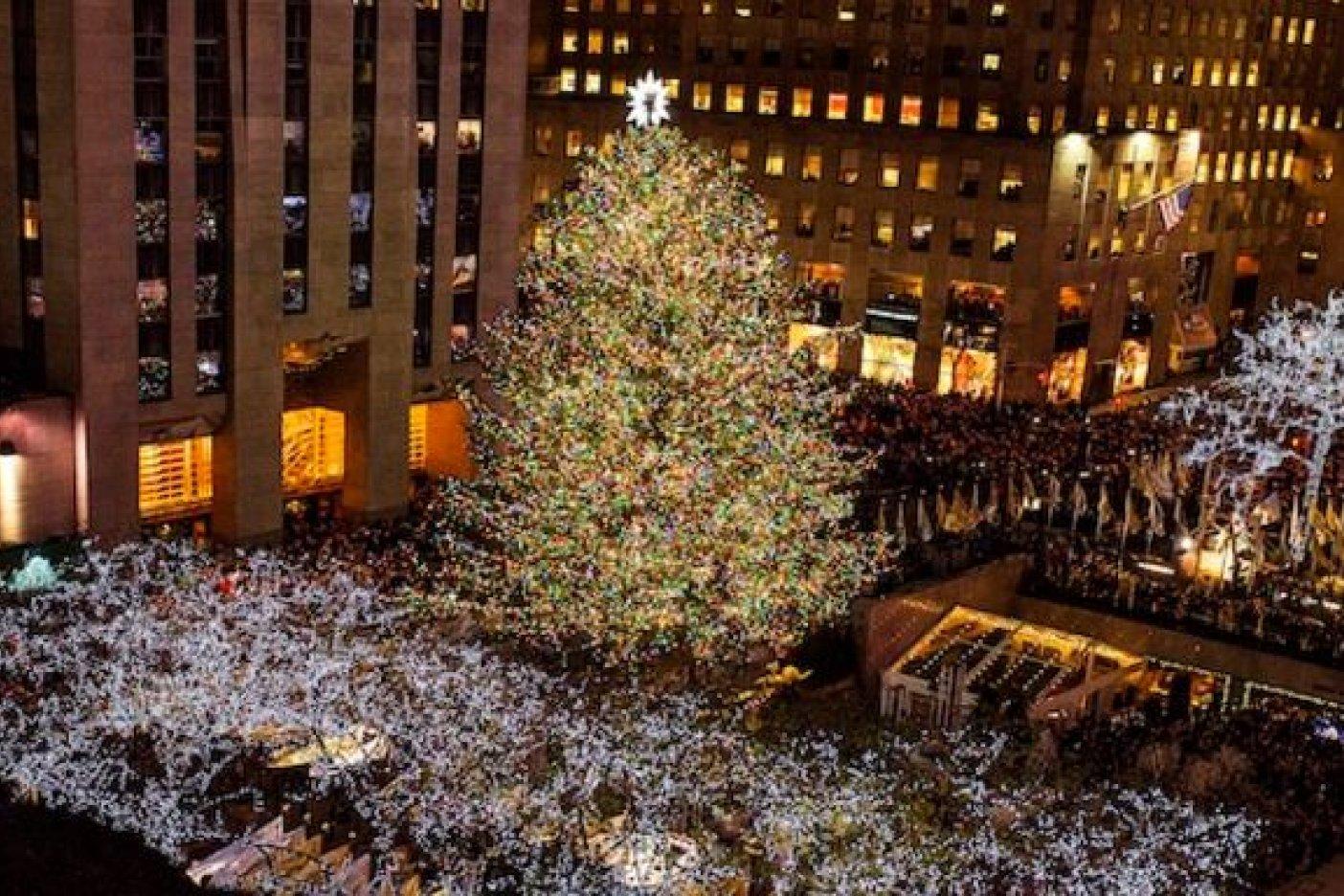 Encienden árbol de Navidad en el Rockefeller Center de Nueva York