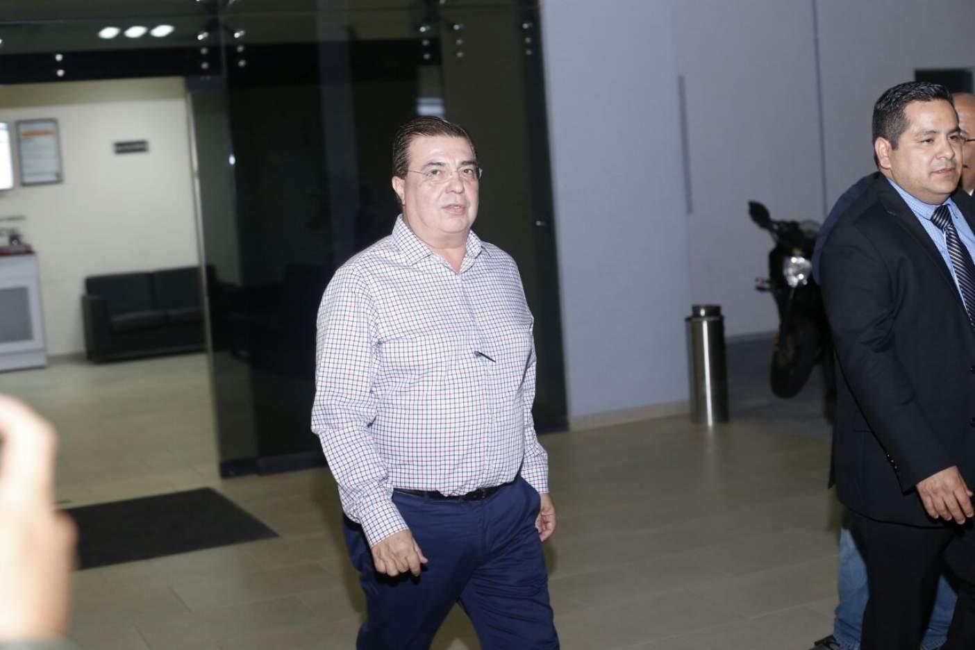 Sancionan a Ernesto Echeverría por casi $500 millones y 8 años inhabilitado