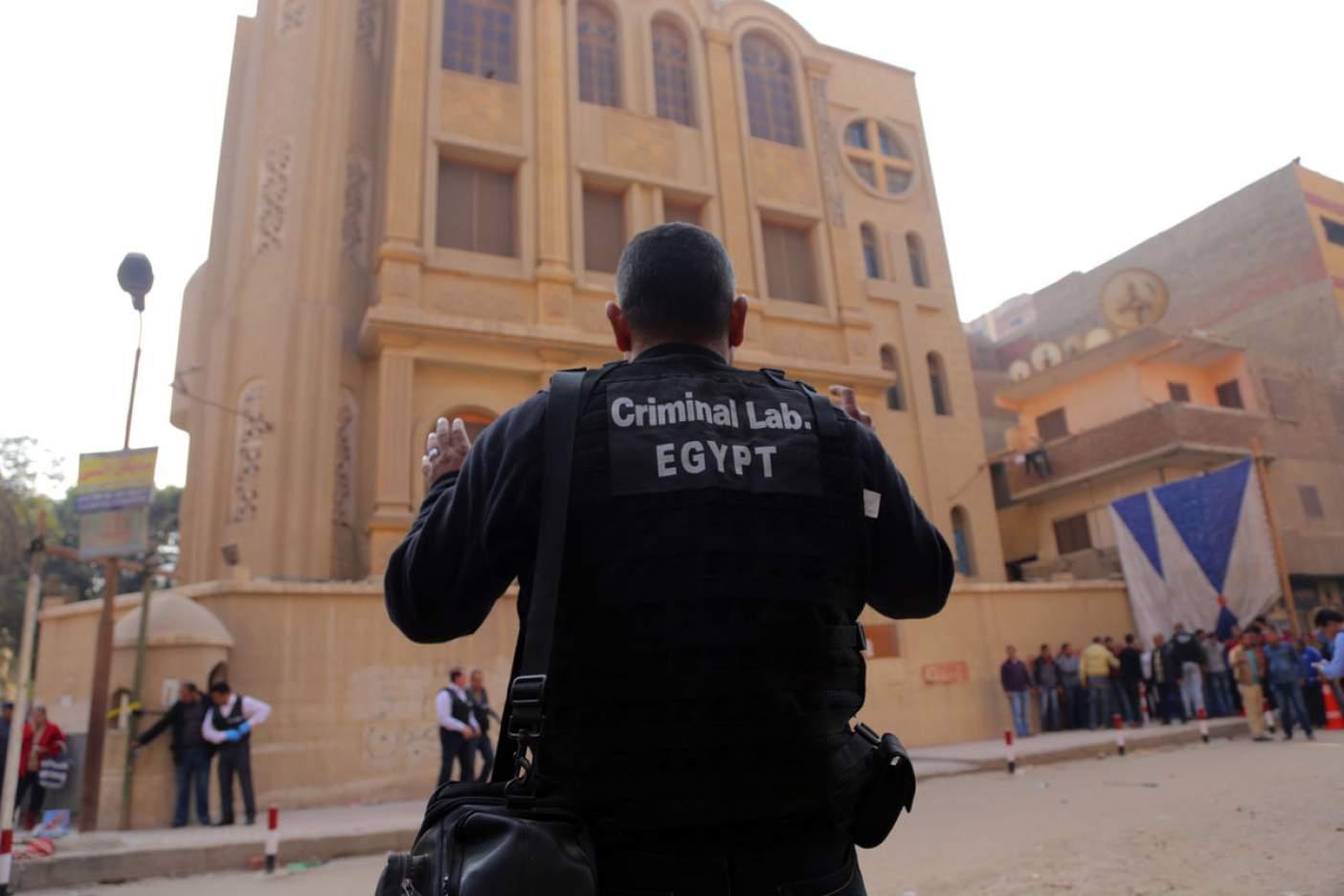 Hombres atacan iglesia cerca de El Cairo y matan a nueve personas