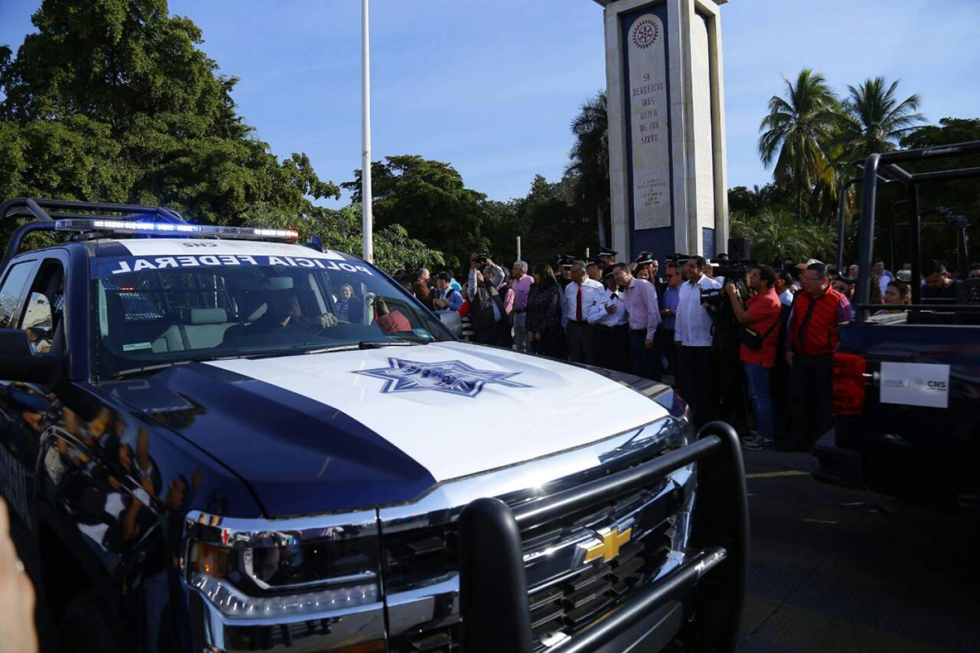 Entrega Quirino 30 patrullas más a policías federales