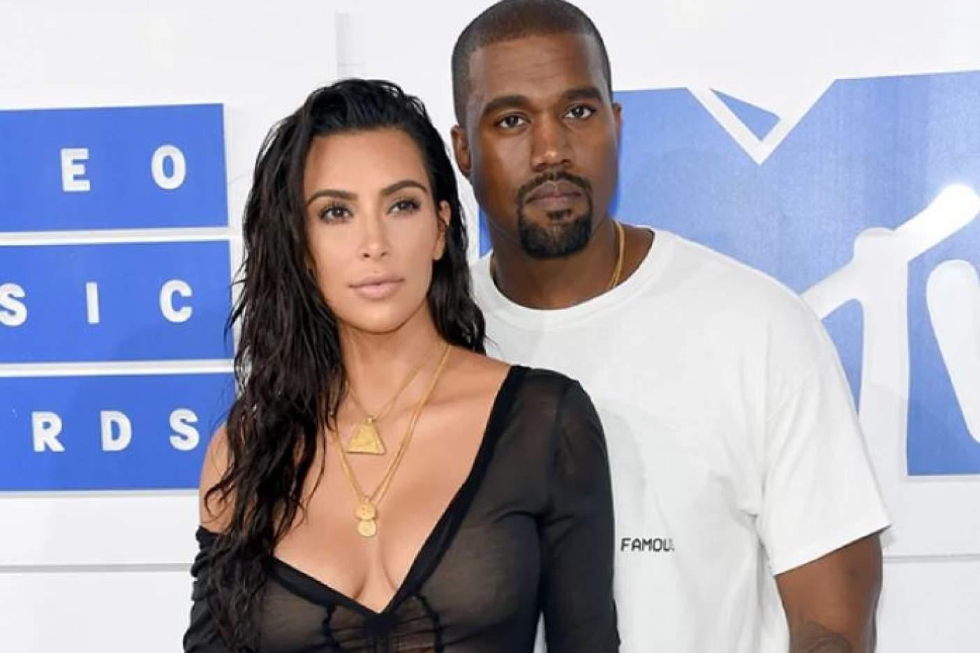 Kim Kardashian se deja ver semidesnuda en un paseo por la playa