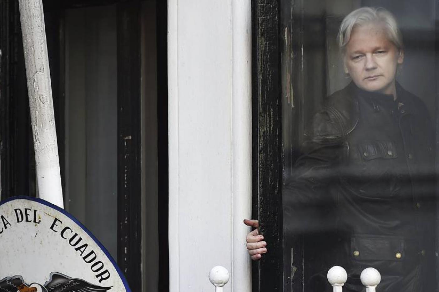 Ratifican orden de detener a Assange