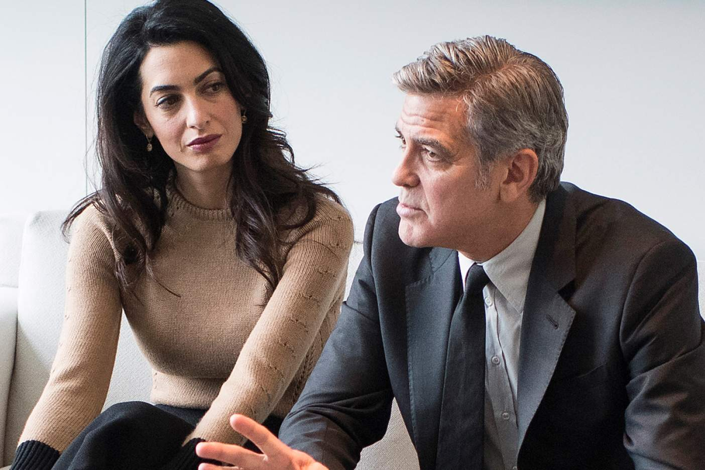 Los Clooney donan 500 mil dólares a marchas contra armas
